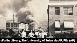 1921. u Tulsi je zapaljen bogati crnački kvart, a ubijeno je najmanje 300 crnaca.