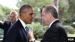 오바마 미 대통령이 15일 G20정상회의가 열리는 터키에서 에르도안 터키 대통령을 만나고 있다.