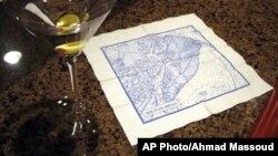 """Label peringatan pada serbet kertas yang bergambar peta perairan di sekitar wilayah Hilton Head Island di South Carolina bertuliskan """"Peringatan: Tidak untuk Digunakan sebagai Navigasi"""" (foto: dok)."""