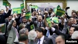 지난 11일 브라질 의회 탄핵위원회가 지우마 호세프 대통령에 대한 탄핵의견서를 채택한 후 지지 의원들이 환호하고 있다.