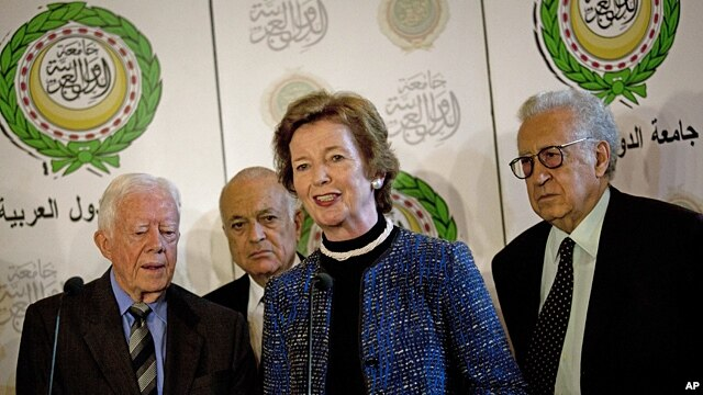 From right: U.N.-Arab League envoy to Syria, Lakhdar Brahimi, former president of Ireland Mary Robinson, Arab League Secretary-General Nabil Elaraby and former U.S. President Jimmy Carter in Cairo, Oct. 24, 2012.