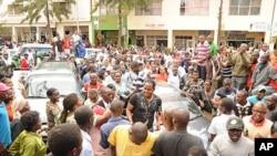 Msani mashuhuri wa Tanzania Steve Charles Kanumba akaribishwa na mashabiki mjini Kigali.