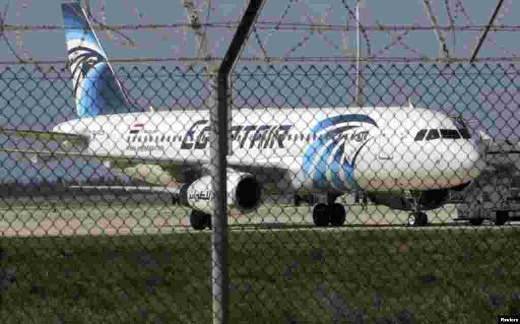 مصری ایئرلائن کا طیارہ ساحلی شہر اسکندریہ سے دارالحکومت قاہرہ جاتے ہوئے اغوا ہوا۔