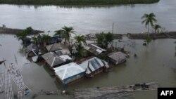 Pemandangan dari udara rumah-rumah yang terendam banjir setelah Badai Amphan melanda di Shyamnagar, 21 Mei 2020.