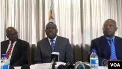 FILE: Zimbabwe's new foreign minister, Sibusiso Moyo, addresses diplomats and the media in Harare, Zimbabwe, Dec. 2017. (S. Mhofu/VOA)