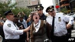 """Policia në Nju Jork arreston protestues të lëvizjes """"Zaptimi i Uoll Stritit"""""""
