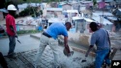 Solo unas pocas docenas de haitianos ingresaron a Estados Unidos con estas visas cada año desde que el gobierno de Barack Obama les dio permiso para hacerlo en 2012, según datos del DHS.