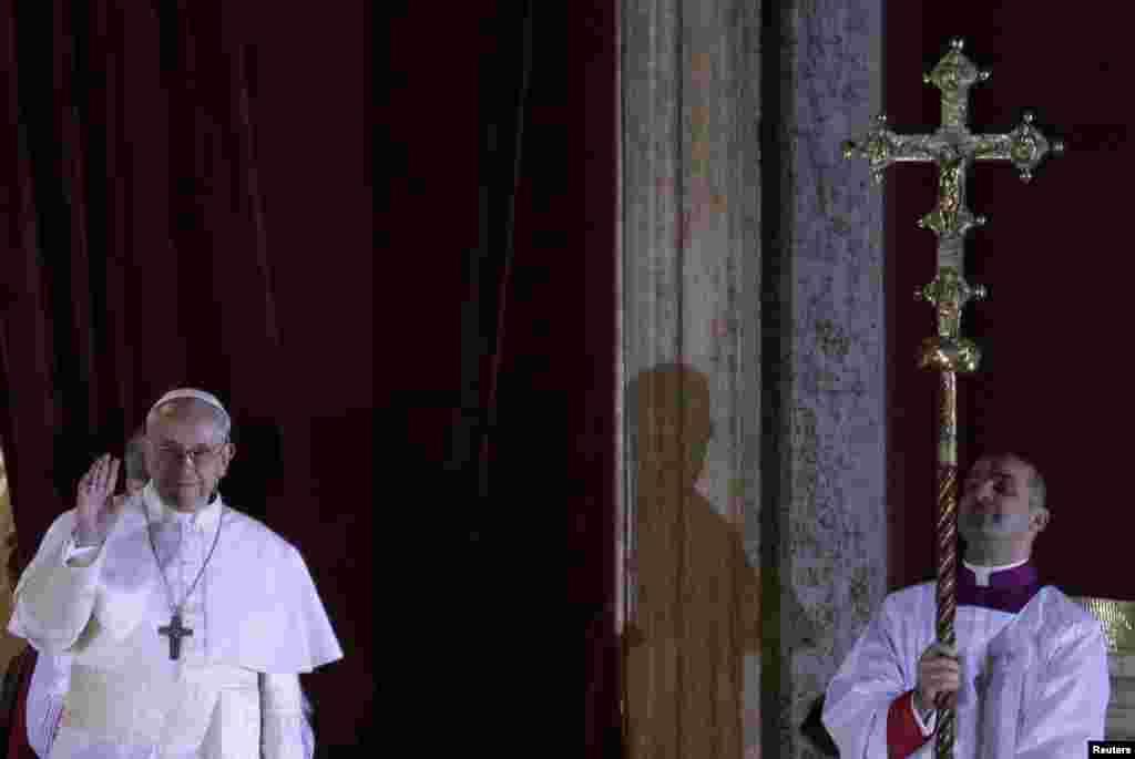 ارجنٹینا کے ماریو برگلیو نئے پوپ منتخب