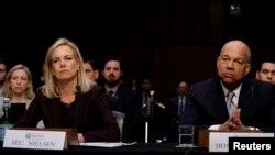 La secretaria de Seguridad Interior, Kirstjen Nielsen y su predecesor Jeh Johnson, testifican en el Capitolio ante el Comité de Inteligencia del Senado sobre seguridad en las elecciones. Marzo 21 de 2018.