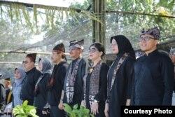 Menteri Pariwisata Arif Yahya didampingi Bupati Banyuwangi, Abdullah Azwar Anas, membuka Festival Gandrung Sewu di Banyuwangi, Jawa Timur, 20 Oktober 2018. (Foto courtesy: Radio Blambangan FM Banyuwangi).