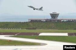 지난 2015년 7월 북한 원산 갈마공항에서 김정은 국무위원장이 현지지도한 가운데 '인민군 항공 및 반항공군 비행지휘성원들의 전투비행술경기대회-2015'가 열렸다고, 조선중앙통신이 보도했다. (자료사진)