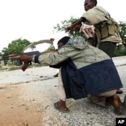 Des miliciens d'Al-Chabab à Mogadiscio au mois de mai