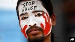 Demonstran yang memprotes kekerasan seksual terhadap perempuan di India. (Ilustrasi)