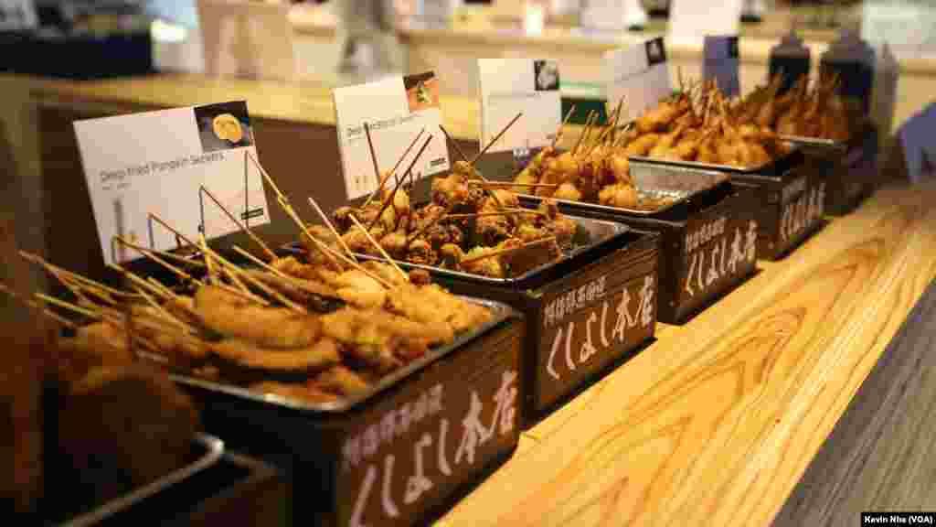 حاشیه های اجلاس سران گروه ۲۰ در ژاپن  تمامی مشتریها میتوانند غذاهای ژاپنی، به ویژه غذاهای مخصوص ناحیه اوزاکا و ناحیه کانزای را تجربه کنند