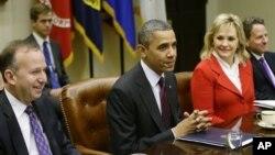 奥巴马总统会见全国州长协会的成员,讨论财政悬崖问题