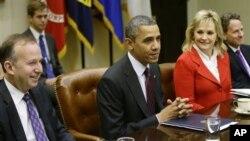 奥巴马总统就财政悬崖问题会见全国州长协会主席马泰尔州长、非政府组织副主席法林州长及盖特纳财长