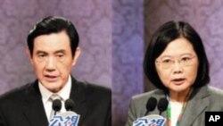 马英九和蔡英文在12月17日的总统候选人辩论中
