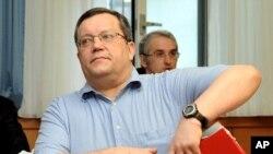 Ông Gottfried Kuessel.
