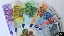 Euro Bölgesi, üç yıl ara verdiği genişlemesine Letonya'yla devam ediyor. Letonya, Euro'ya geçiş yapan 18. Avrupa Birliği ülkesi olacak.
