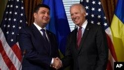 AQSh Vitse-prezidenti Jo Bayden Ukraina Bosh vaziri Vladimir Groysman bilan, Vashington, AQSh, 15-iyun, 2016-yil.
