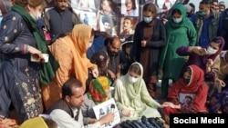 د پاکستان مسلم لیګ مرستیاله مشره مریم نواز احتجاج کوونکو ته ورغلې وه