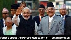 印度總理莫迪(左)星期二在尼泊爾首都加德滿都出席南盟首腦峰會前。