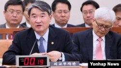 조태용 한국 외교부 제1차관이 10일 국회 외교통일위원회에서 질의에 답변하고 있다.