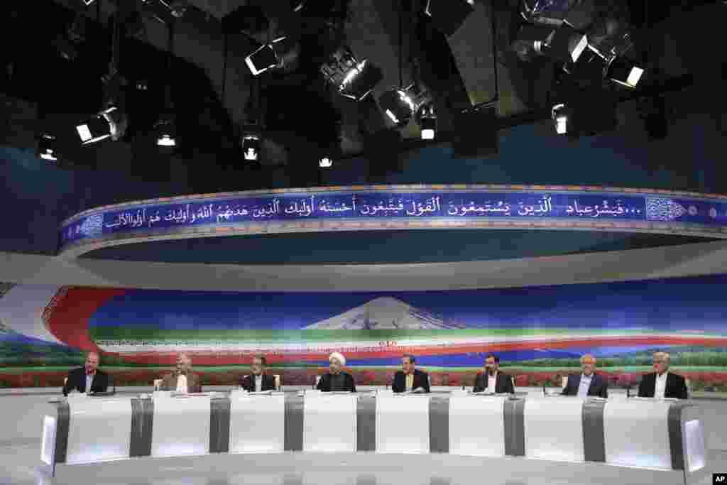 Snimak televizijske predsedničke debate u Teheranu, 7. juna, 2013. (Fotografija Radio-Televizije Islamske Republike Iran. 7. jun, 2013.)