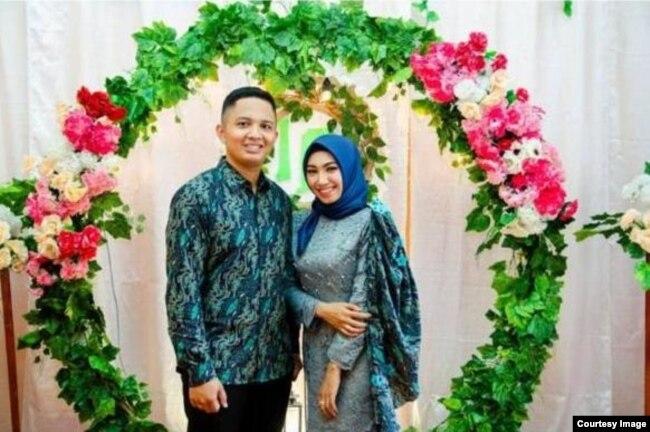 Penumpang pesawat Rizki Wahyudi Sriwijaya Air SJ182 bersama istrinya. (Foto: dokumentasi Srie Rahayu)