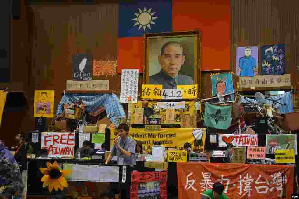 台湾太阳花学运占领立法院第17天(美国之音张佩芝拍摄)
