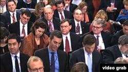 白宮記者在例行記者會上