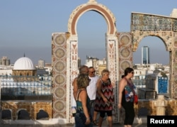 Tourists walk in the Medina, in the old city of Tunis, Tunisia September 14, 2019. (REUTERS/Muhammad Hamed)