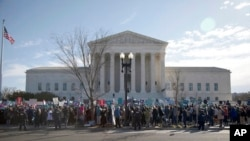 Сторонники права на аборт у здания Верховного суда