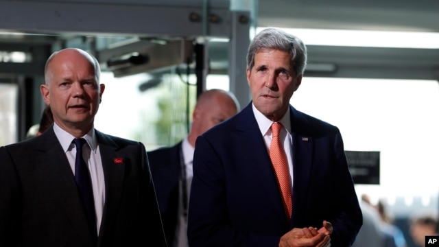 US Secretary of State John Kerry, right, and British Foreign Secretary William Hague, left, in London, Friday, June 13, 2014