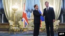 Rusya Devlet Başkanı Dimitri Medvedev ve İngiltere Başbakanı David Cameron