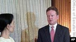 美国参议员会见缅甸民主派领袖昂山素季