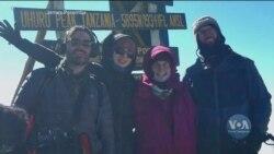 89-річна американська бабуся підкорила найвищу гору Африки. Відео