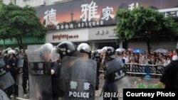 四川什邡市發生大規模警民衝突 ( 維權網)