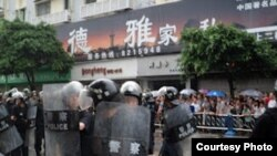 四川什邡市发生大规模警民冲突 by 维权网