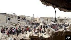 26일 시리아 앙레포에서 정부군의 미사일 공격으로 폐허가 된 지역.