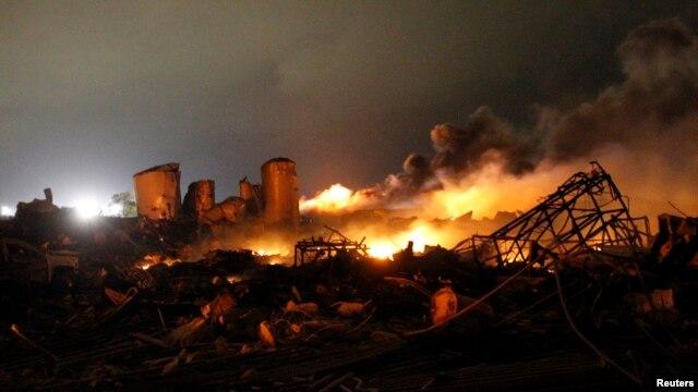 Hiện trường đám cháy tại nhà máy phân bón ở Waco sau vụ nổ, ngày 18/4/2013.
