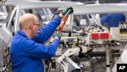 Công nhân làm việc tại hãng sản xuất xe hơi Volkswagen AG ở Zwickau, Đức, ngày 22/1/2018.