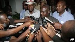 'Yan jarida suka gewaye shugaban kungiyar kwadago na Najeriya Abdulwahid Umar a Abuja.