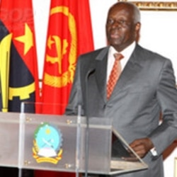 Dos santos traça panos para o futuro de Angola - 2:25