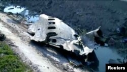 Kepingan pesawat Boeing 737-800 dengan nomor penerbangan PS752 milik maskapai penerbangan Ukraine International Airlines yang jatuh sesaat setelah lepas landas dari bandara Imam Khomeini, Teheran, Iran, 8 Januari 2020.