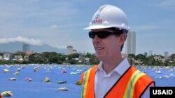 Giám đốc USAID Việt Nam Joakim Parker cho biết dự án Dự án Xử lý Môi trường Ô nhiễm Dioxin vẫn 'đúng tiến độ và đáp ứng mục tiêu hoàn thành xử lý ô nhiễm vào năm 2016'.
