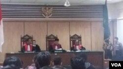 Pengadilan Negeri Jakarta Utara menggelar sidang pengajuan memori Peninjauan Kembali yang diajukan oleh mantan Gubernur DKI Jakarta Basuki Tjahaja Purnama alias Ahok, Senin (26/2). (Foto: VOA/Fathiyah)