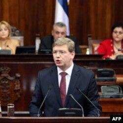 Evropski komesar obraća se poslanicima u Skupštini Srbije
