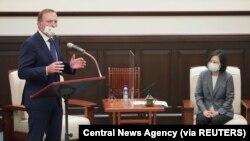 澳大利亚前总理阿博特10月7日在台北会见蔡英文总统时发表讲话。