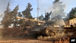 지난 2월 이란과 러시아 군의 지원을 받은 시리아 정부 군이 라파 지역에서 진격하고 있다. (자료사진)